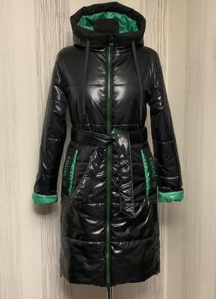 Длинная лаковая куртка