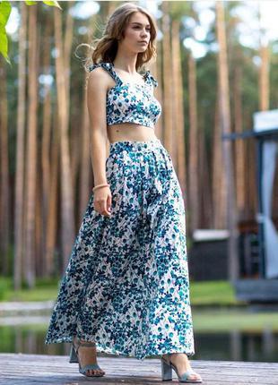 Топ vovk на бретелях с принтом бирюзово-синие цветы (м)