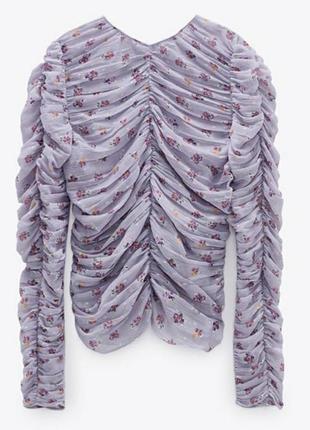 Шикарная лиловая блуза с драпировкой в цветах