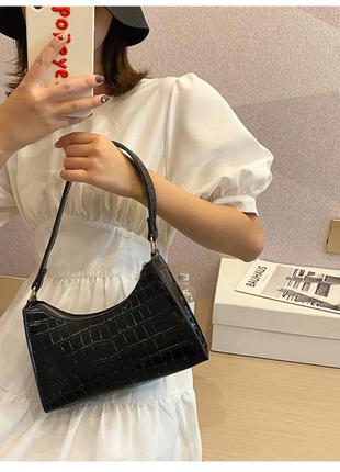 Стильна  жіноча чорна лакова сумка з ручками на плече
