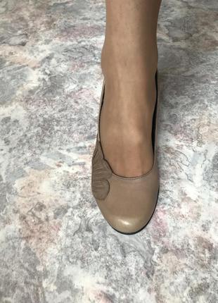 Кожаные туфли в бежевом цвете