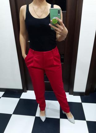 Оригинальные котоновые брюки hugo boss цвета фуксия
