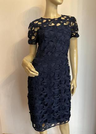 Шикарное гипюровое фирменное платье- футляр/м/brend dorothy perkins
