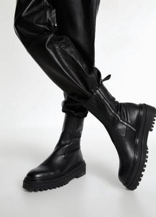 Безумно крутые полностью кожаные ботинки zara. новая коллекция