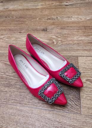 Новые красивые красные женские туфли с заострённым мысом лаковые женские туфли с вытянутым мысом женские туфли-лодочки красного цвета