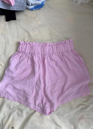 Красивые розовые шорты свободные