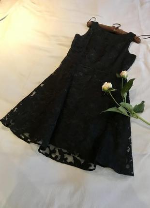 Красивое коктейльное платье из гипюра, х/б подкладка, пышная юбка