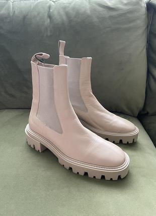 Очень стильные кожаные ботинки zara