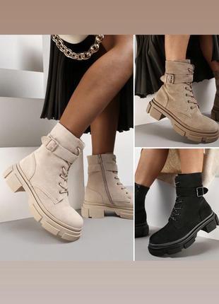 Молочные чёрные и бежевые замшевые ботинки челси шнуровка лямка