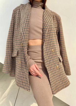 Шерстяной плотный двубортный пиджак жакет в клетку