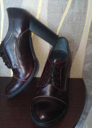 Стильные кожаные туфли на шнуровке, на каблуке