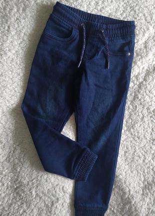 Теплые , джинсы-джогеры на баечке от peppers