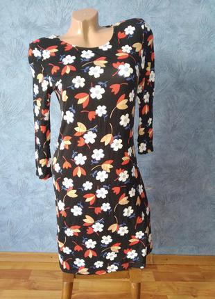 Шикарное платье  хлопковое миди по фигуре в цветах с длинными рукавами
