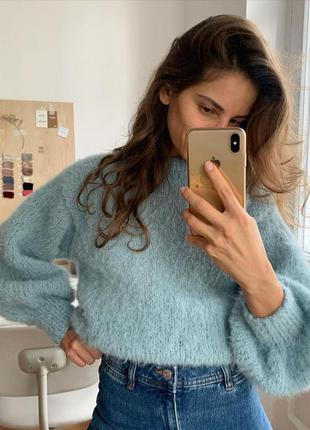 Стильный укорочённый свитер оверсайз