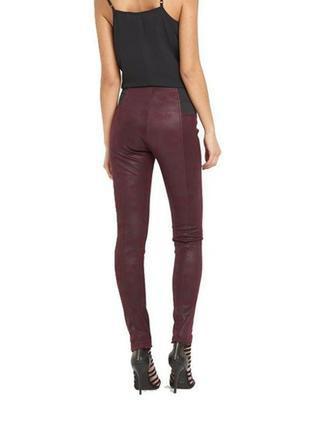 На об=96 см. кожзам брюки-леггинсы фирмы glamorous, мокрая замша