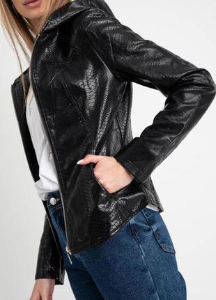Кожаная женская куртка - косуха с капюшоном черная silinu