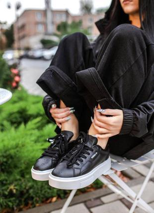 Трендові жіночі кросівки