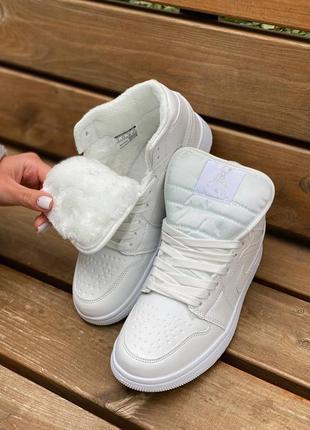 Тредові утеплені жіночі кросівки