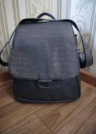 Очень классный, вместительный рюкзак - сумка.