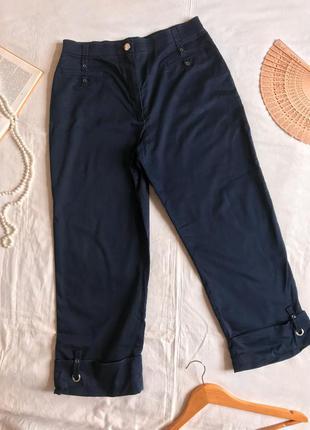 Тёмно-синие прямые укороченные брюки из натурального хлопка (размер 14/42)