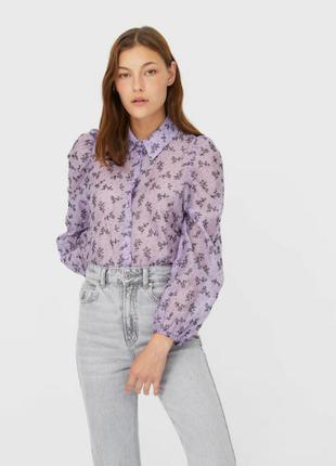 Стильная полупрозрачная блуза с цветочным принтом