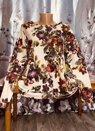 Нереально красивая и стильная брендовая кофточка в цветах.