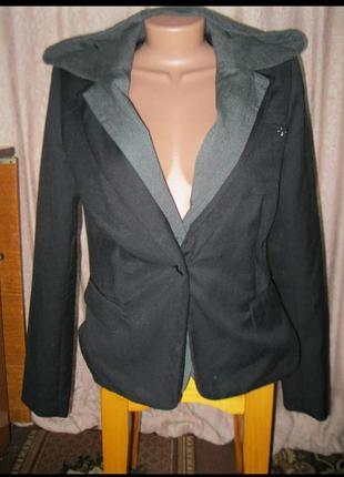 Прикольный пиджак с капюшоном