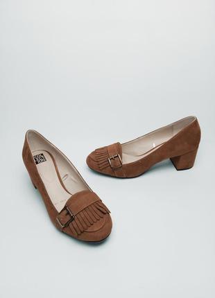 Туфли с бахромой на устойчивом каблуке debenhams (дебенхамс) 39р.