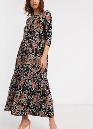 Шикарное длинное ярусное платье в красивый принт