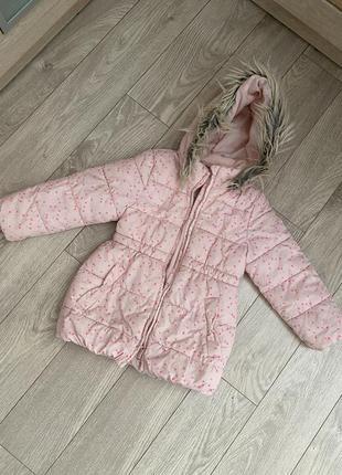 Красивая курточка в сердечки пудрового розового цвета