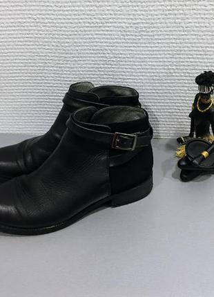 Кожаные мягкие демисезонные ботинки с пряжками бренда aldo