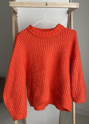 Яркий оверсайз свитер