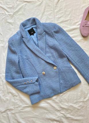 Актуальный голубой твидовый пиджак
