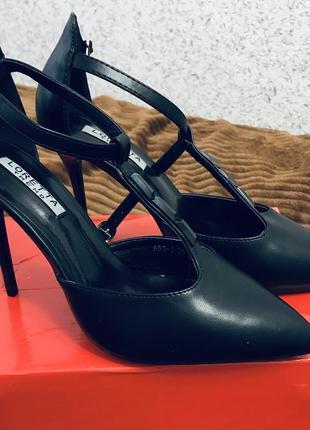 Красивые элегантные туфли