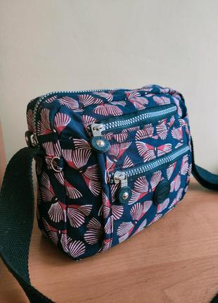 Легкая сумочка- кроссбоди по типу kipling