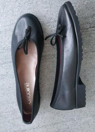 Кожаные, стильные женские туфельки италия 36 р - новые