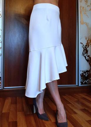 Ассиметричная белоснежная юбка с воланом