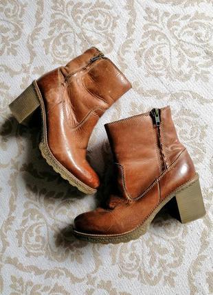 Теплые кожаные ботинки