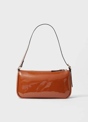 Стильная маленькая лаковая сумочка