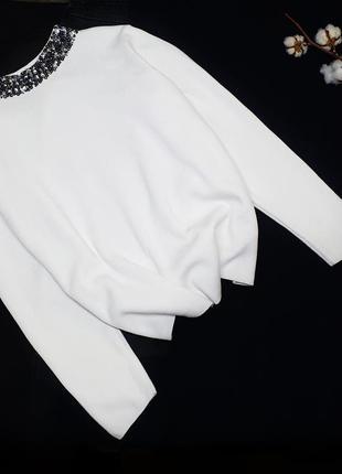 Светлый белый котоновый свитер с паетками