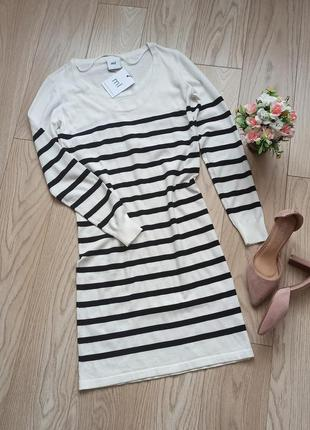 Белое трикотажное платье в полоску, s-m