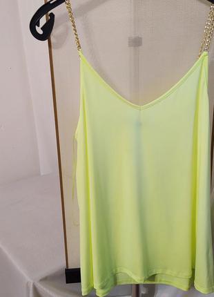 Яркая нарядная блуза лимонного цвета майка