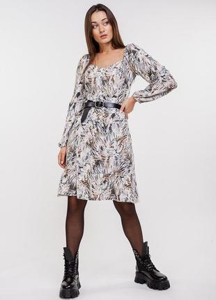 Короткое платье с оборкой и длинными рукавами с растительным принтом, платье в листья