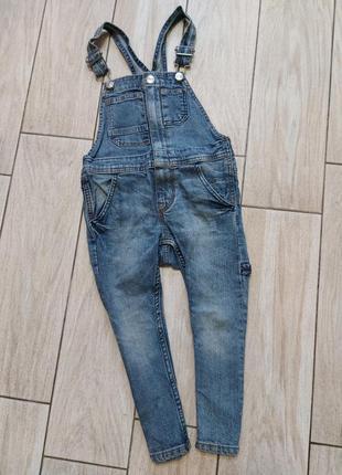 Стильный джинсовый комбез на модника!! 2-3 года.. сост.отличное!!
