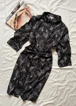 Красива сукня міді,чорного кольору в принт
