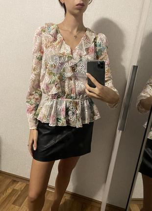 Блуза lipsy с воланами в цветочный принт с вышивкой