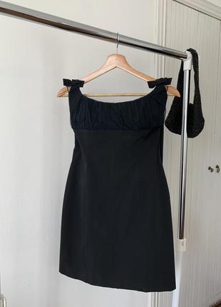 Маленькое коктейльное чёрное платье chenp and chic moschino made in italy