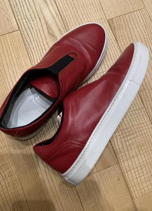 Красовки, туфлі