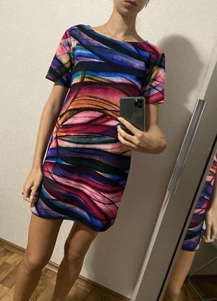 Разноцветнее платье футболка свободного кроя
