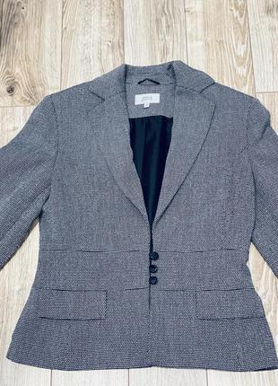 Пиджак строгого кроя